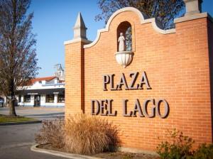 Plaza-del-Lago